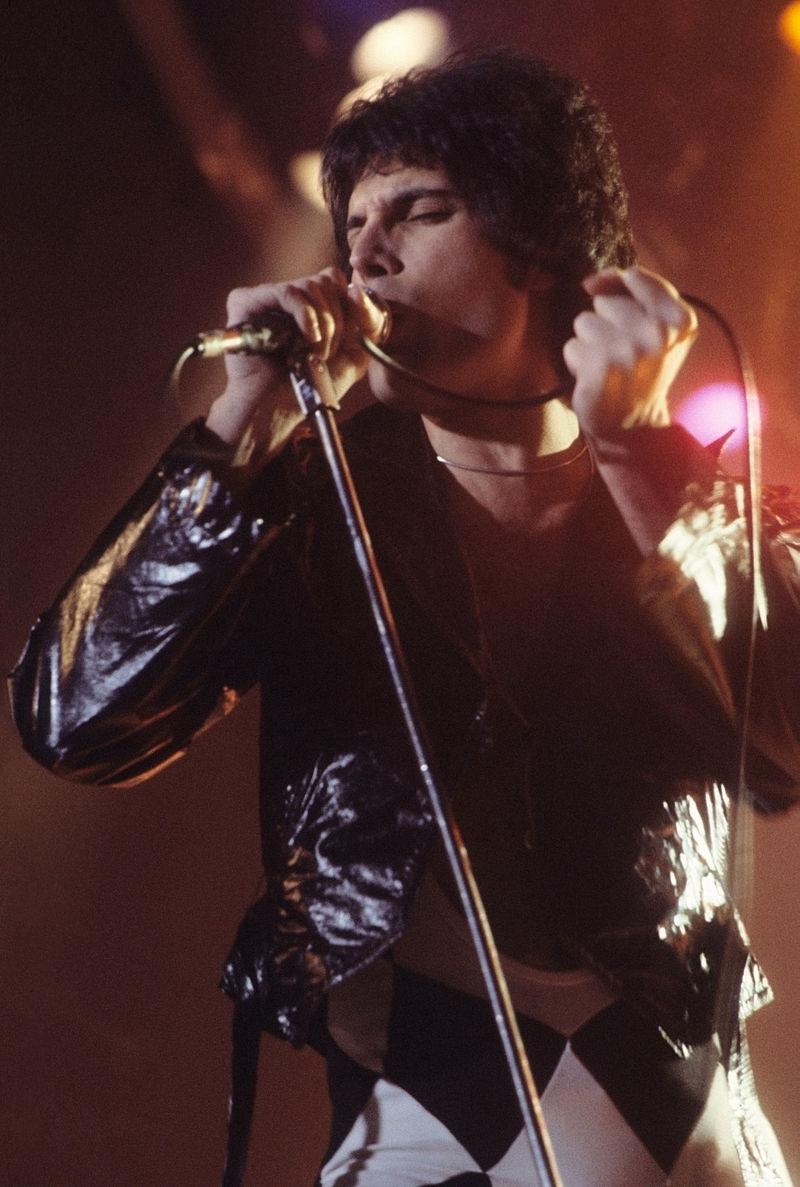 Freddie_Mercury_in_New_Haven