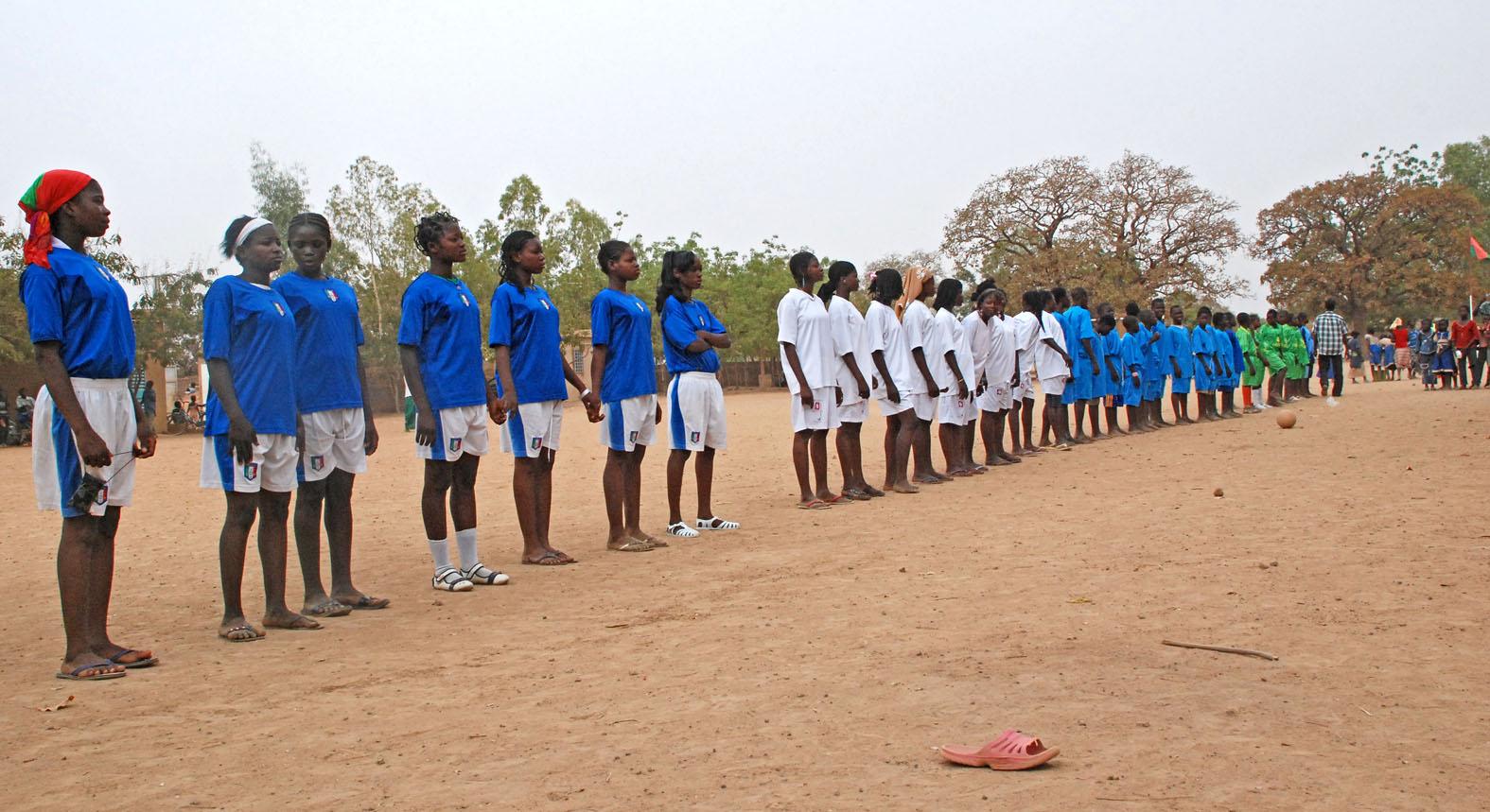 Frauenfußball in Kamerun (c) Walter Korn