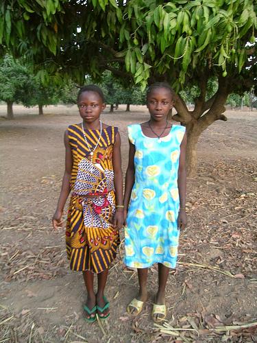 Zwei Freundinnen in Ghana
