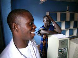 Zwei Jungs in einer Schule in Ghana