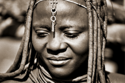 Himbafrau aus einem Dorf in Namibia