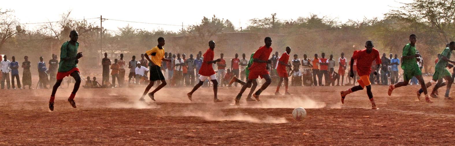 Jugendfußballclub in Ghana (c) Walter Korn