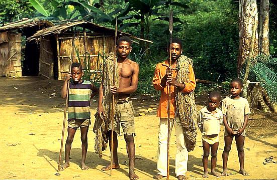 Pygmäen im tropischen Regenwald