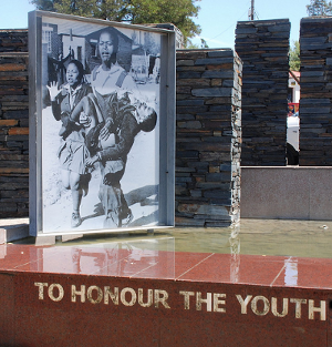 Plakette am Sharpville Human Rights Memorial (c) z