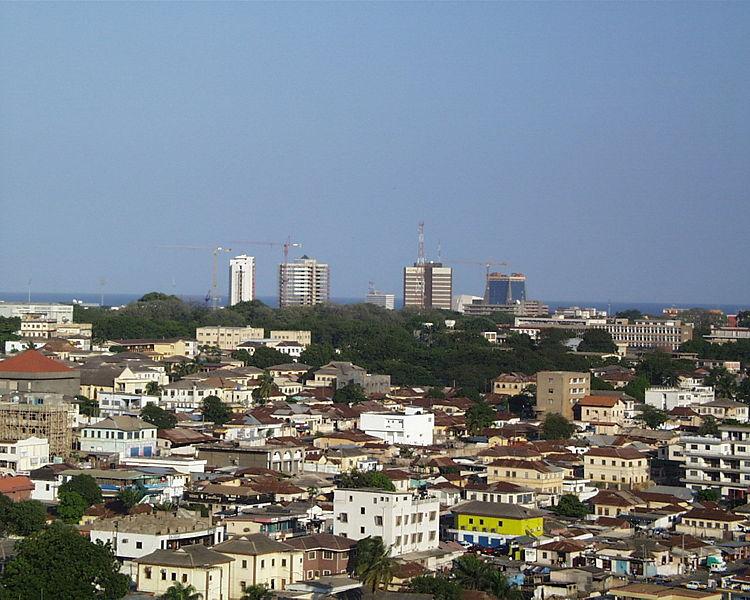 Skyline der Hauptstadt Accra (c) ElegantMachines